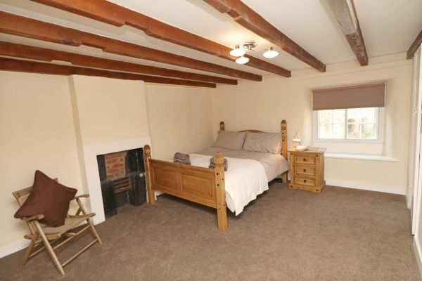 1 Coquet Lodge, Warkworth, master bedroom with ensuite bathroom