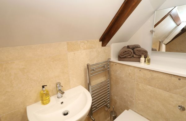 1 Coquet Lodge, Warkworth, upstairs ensuite shower room