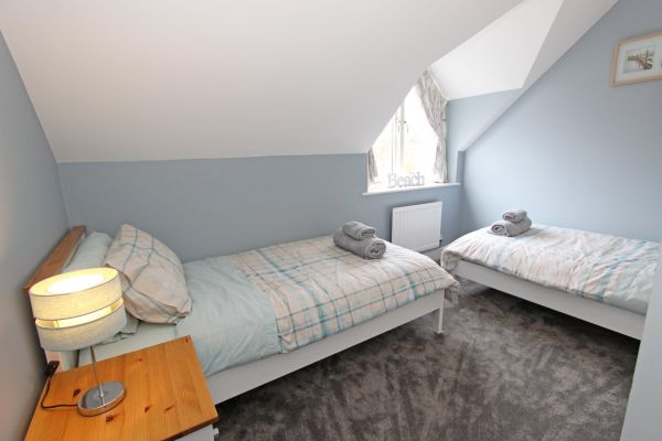 1 Smugglers Cove, twin bedroom with double wardrobe