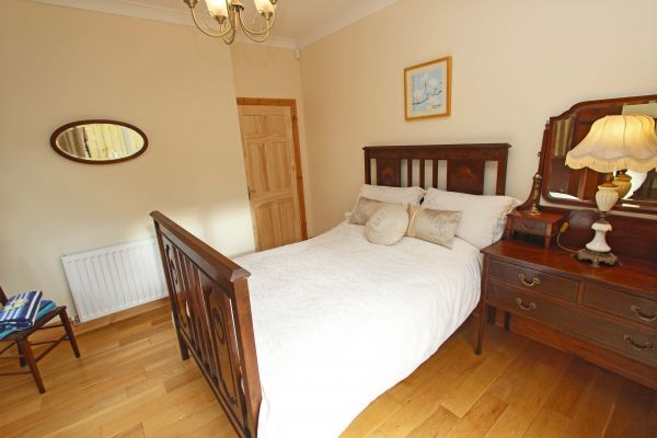 Beachcombers Retreat, ground floor double bedroom