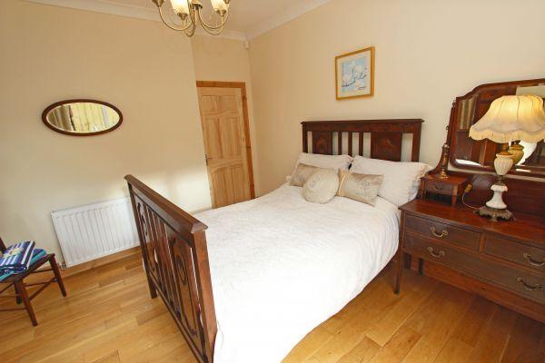 Beachcombers Retreat, ground floor double bedroom