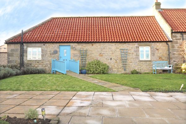 Blue Barn, Bamburgh - Blue Barn Cottage with parking outside of cottage