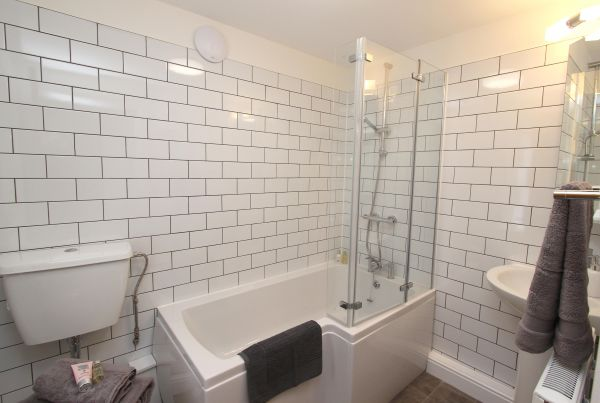 Bridge End Cottage, Rothbury, family bathroom