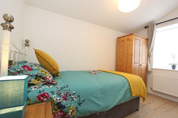 Bridge End Cottage, Rothbury, single bedroom with wardrobe