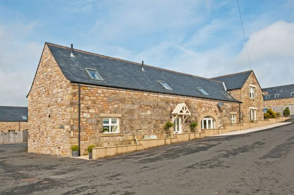 Residents only private drive to Causeway Barn at Heathery Tops Farm