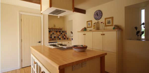 Courtyard Cottage No 3, Kitchen