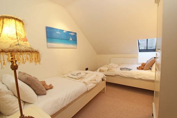 Dolphin Dream - twin bedroom, perfect for families