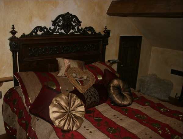 Romantic Medieval Bedroom