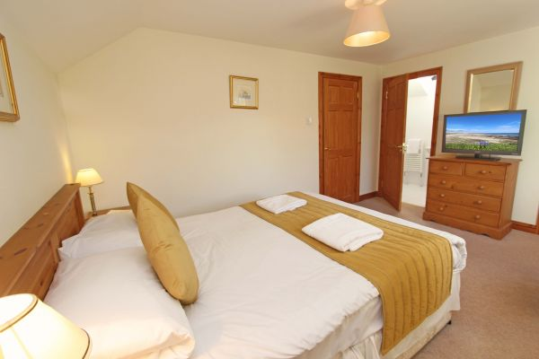 Ferguson Cottage, spacious double bedroom