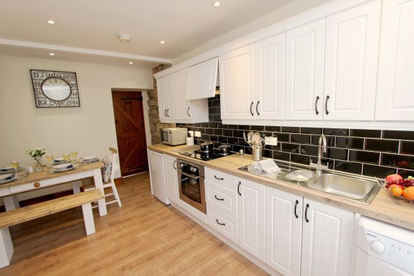 Gable Cottage, Seahouses, well equipped kitchen