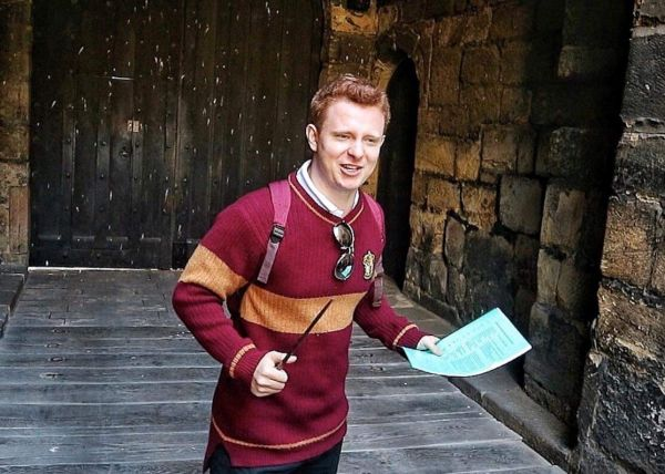 Intro to Hogwarts led by Ron