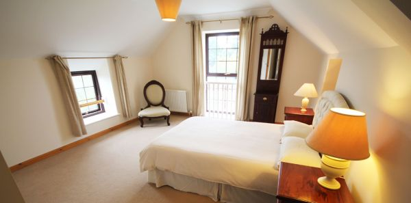 Keira's Cottage Double bedroom with en-suite