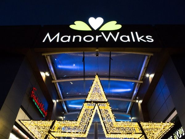 Manor Walks' Christmas Light Switch On
