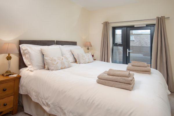 Vault Cottage - Kingsize Bed