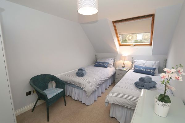 Quarry Haven, Bamburgh, twin bedroom with chest of drawers