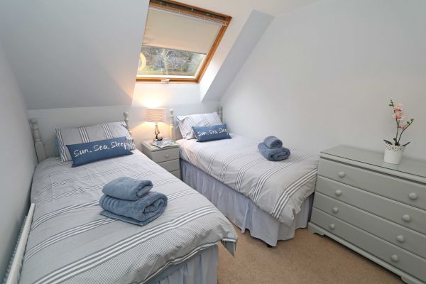 Quarry Haven, Bamburgh, twin bedroom with wardrobe