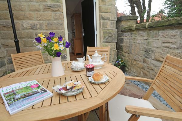 Thornbrae Lodge, patio with table