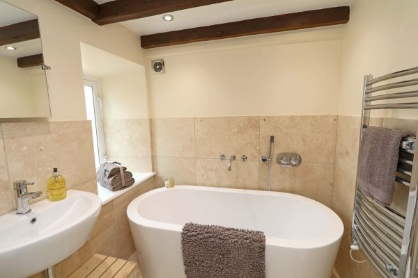 1 Coquet Lodge, Warkworth, ensuite bathroom