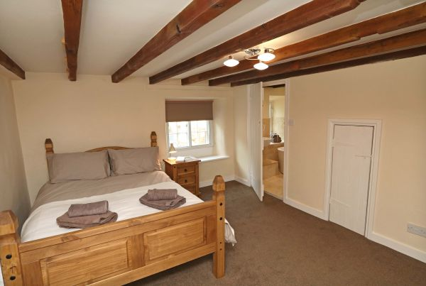 1 Coquet Lodge, Warkworth, master bedroom with ensuite