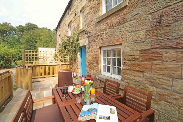 1 Coquet Lodge, Warkworth, patio area