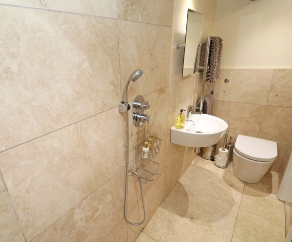1 Coquet Lodge, Warkworth, spacious walk in shower room