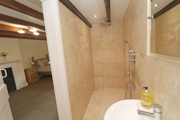 1 Coquet Lodge, Warkworth, twin bedroom view from ensuite