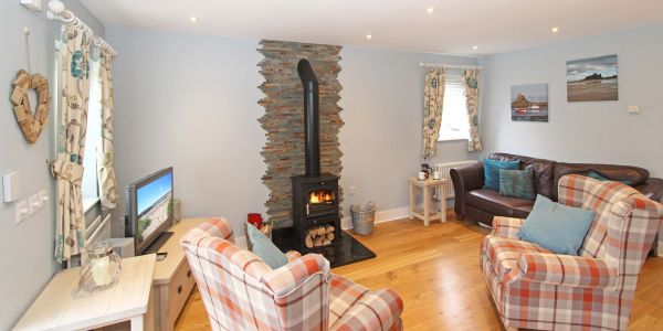 1 Smugglers Cove, cosy log burner
