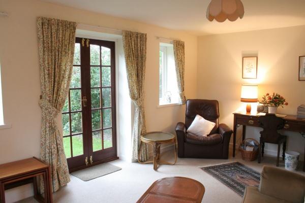 Appletree cottage living room