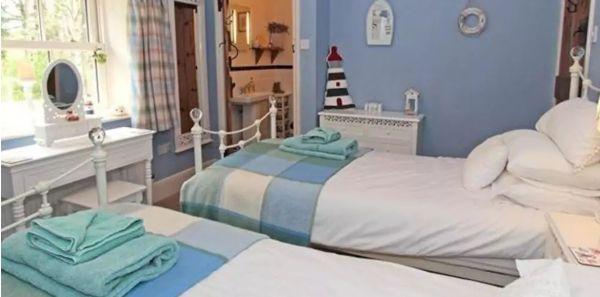 April Cottage delightful twin bedroom