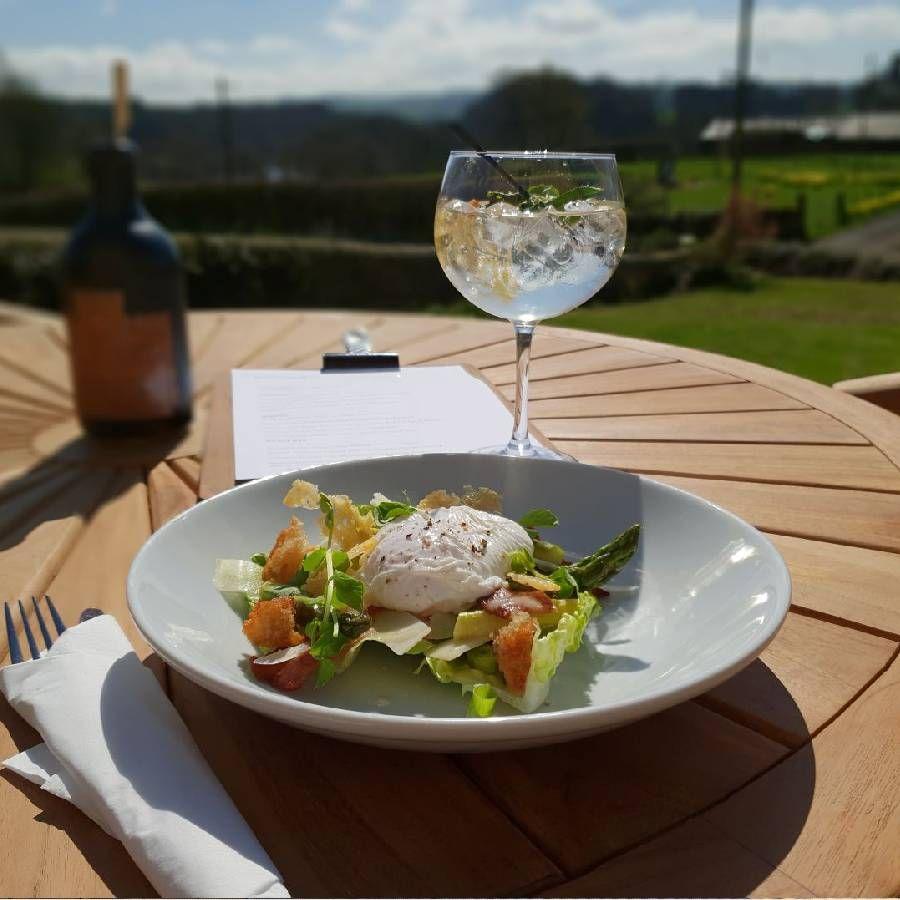 Garden dining at Barrasford Arms