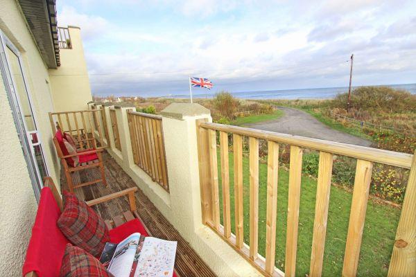 Beachcombers Retreat, great views from the balcony