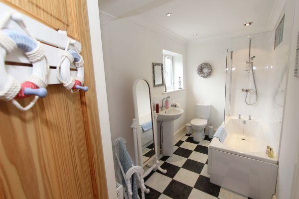 Beachcombers Retreat,master bedroom en-suite shower room