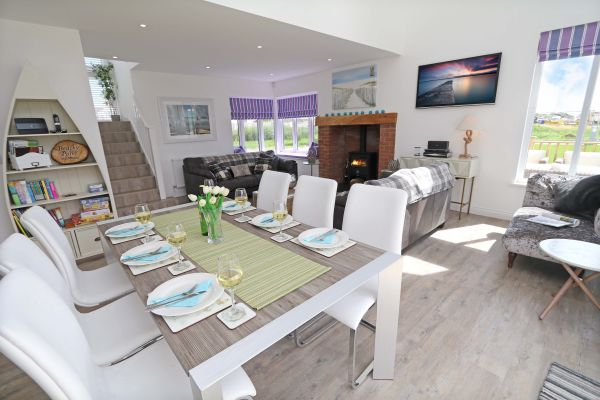 Beachy Point, Beadnell,modern dining area