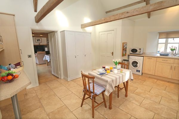 Blue Barn, Bamburgh - kitchen with breakfast table