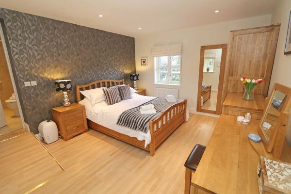 Blue Barn, Bamburgh - master bedroom with ensuite