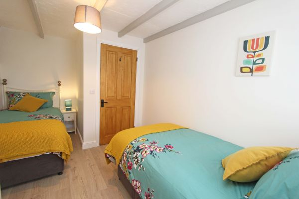 Bridge End Cottage, Rothbury, modern twin bedroom with wardrobe