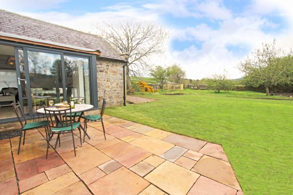 Bridge End Cottage, Rothbury, stunning enclosed garden with Treehouse