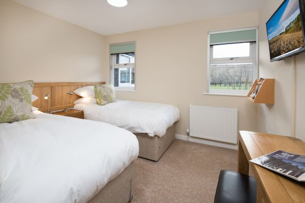 Twin bedroom overlooking the courtyard and Fell