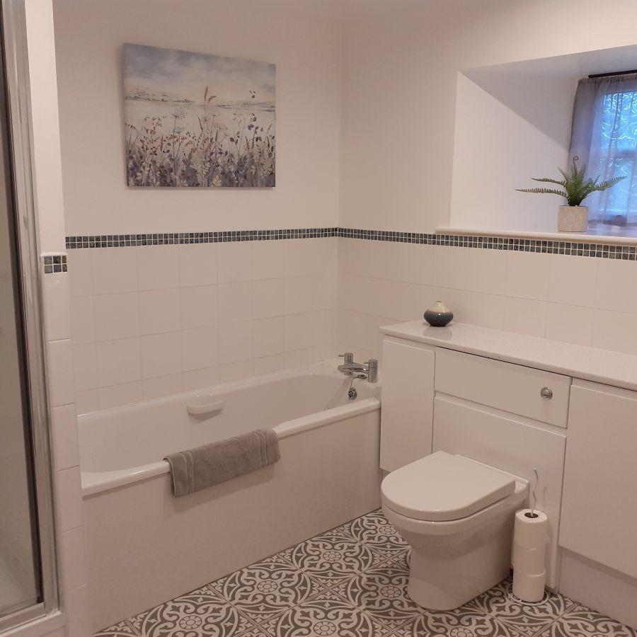 Maltpool Cottage - Family bathroom