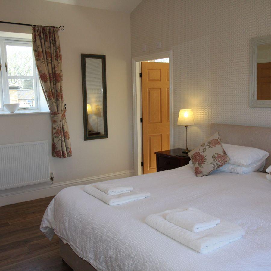 Wheatlands Cottage - Master Bedroom ensuite