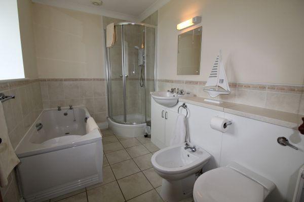 Jacobsell House en suite bathroom