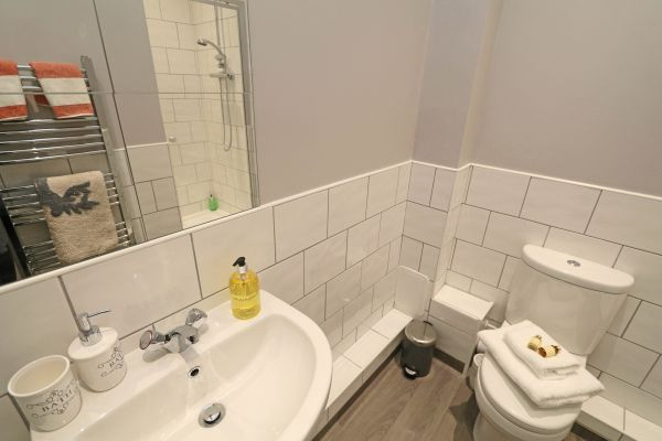 Charles Dickens House, Alnmouth - en-suite shower room