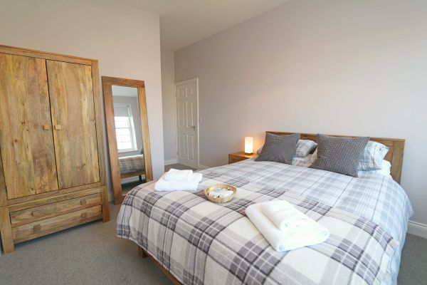 Charles Dickens House, Alnmouth - master bedroom with ensuite