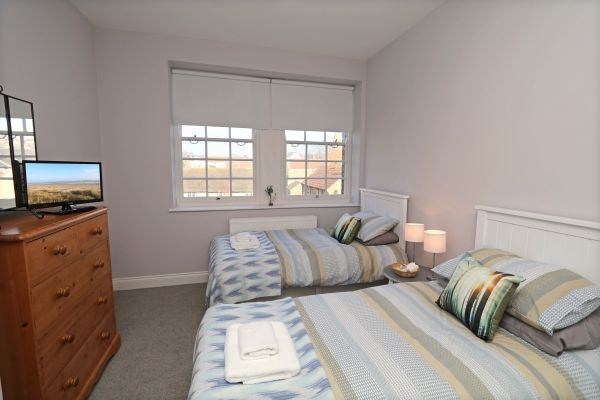 Charles Dickens House, Alnmouth - twin bedroom with TV
