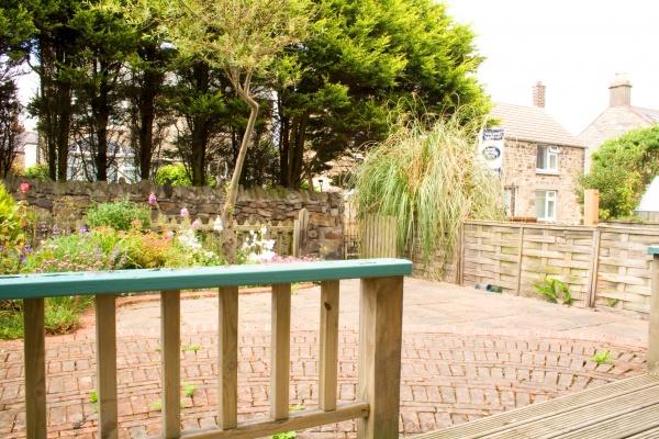 Jubilee Cottage garden patio