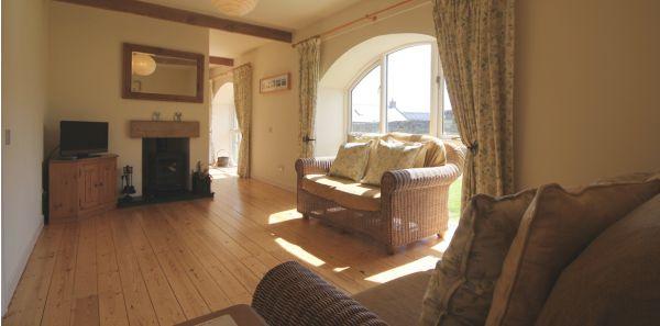 Courtyard No 3, Lounge
