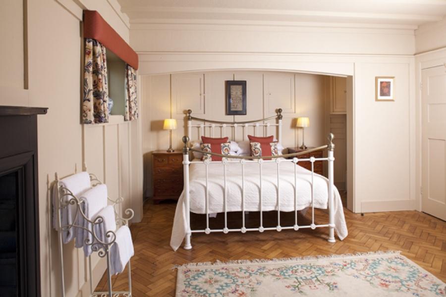 Park Cottage main bedroom1