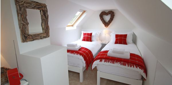 Dunford Cottage pretty twin bedroom
