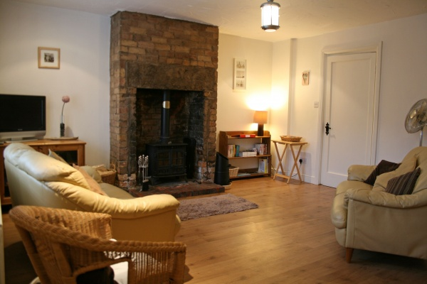 Farne Retreat Living Room is near Billy Shiel Farne Islands Boat Trips