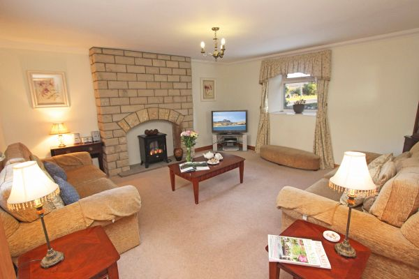 Ferguson Cottage, cosy lounge with seating for 6